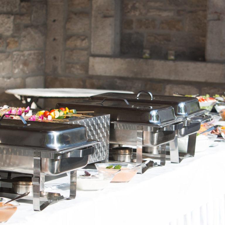 Barbecue-Buffet Gartenhochzeit