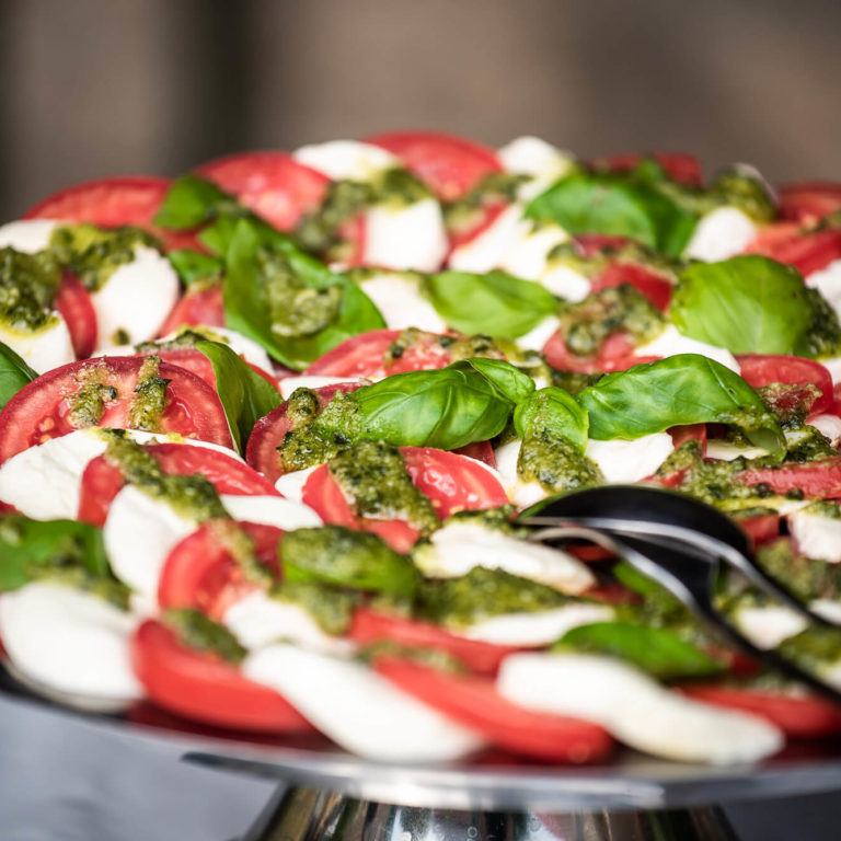 Leckeres Tomate-Mozzarella mit Pesto