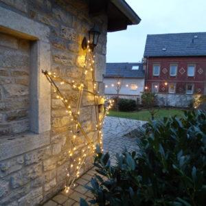 Beleuchteter Stern im Garten