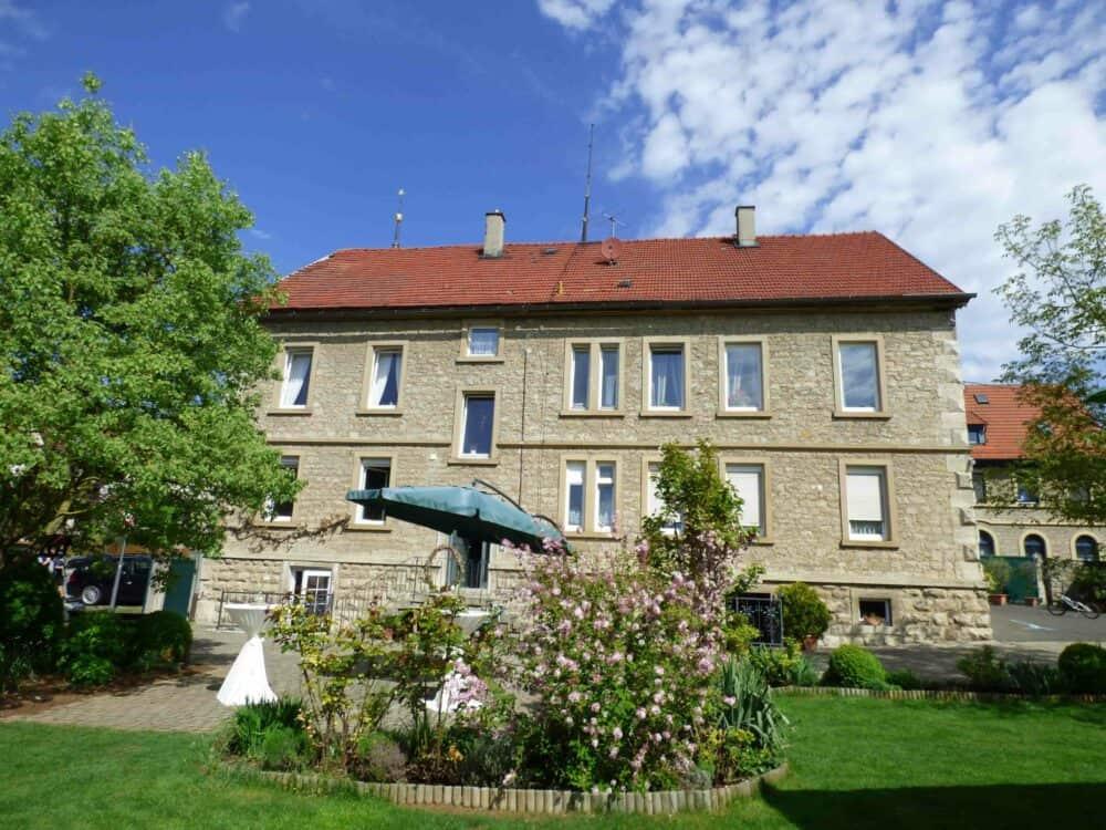 Landhaus Odaia gesehen vom Ende des Gartens